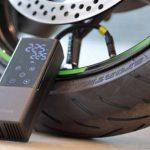 出先でタイヤの空気を入れたい!ならばコレです。デジタル液晶&充電式でガジェット気分のキジマ・スマートエアポンプ - 03