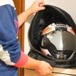 一石二鳥のアイデアグッズで、ヘルメットの臭いを抑止!サンコーのファン内蔵ヘルメットバッグがなかなか便利 - ファン内蔵ヘルメットバッグ-3