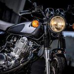 ヤマハSR400は20世紀の傑作車。令和時代にクラシックバイクを味わえる、希少な存在だ! - 迴セ蜒・_MD_8694b