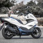 「もはや125ccスクーターではない」モーター駆動をプラスしたハイブリッドスクーター、新型PCX e:HEV。|ホンダ - big_4136627_202101291124240000001