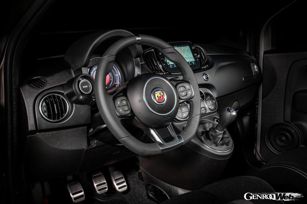 フォーミュラ・イタリアとF4をフィーチャーした特別仕様車、「アバルト F595」がデビュー