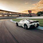 フェラーリ SF90 ストラダーレ、インディアナポリス・モーター・スピードウェイで市販車最高ラップを記録