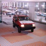 ジープの未来予想図をキャッチ。電動化を「ワクワク」に繋げる方法を小川フミオが解説 - GQW_1992 _Auto _Show_Jeep_glass_2