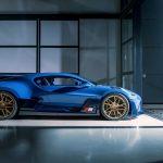 """約7億円のブガッティ ディーヴォ「最後の1台」がデリバリー。40台目がまとう""""青""""の意味とは - GQW_Bugatti_Divo_07239"""
