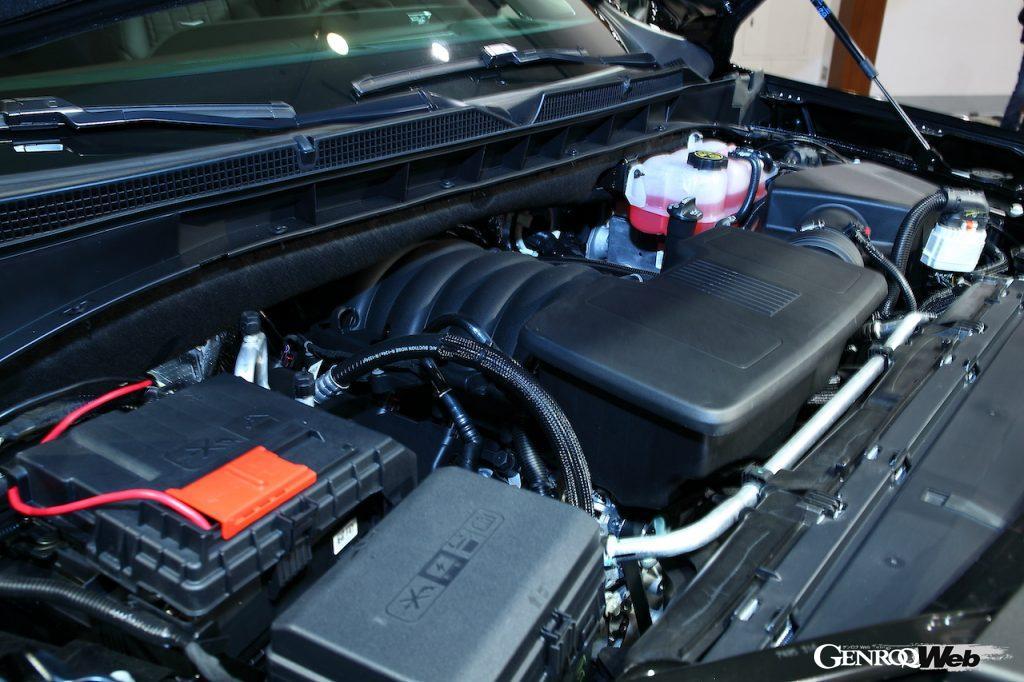 新型キャデラック エスカレードの日本お披露目。エンジンコンパートメント