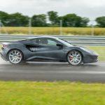 新型ロータス エミーラをジェンソン・バトンがドライブ! 元F1王者による最新ミッドシップスポーツの評価とは - GQW_Jenson-Button-and-the-Lotus-Emira_6