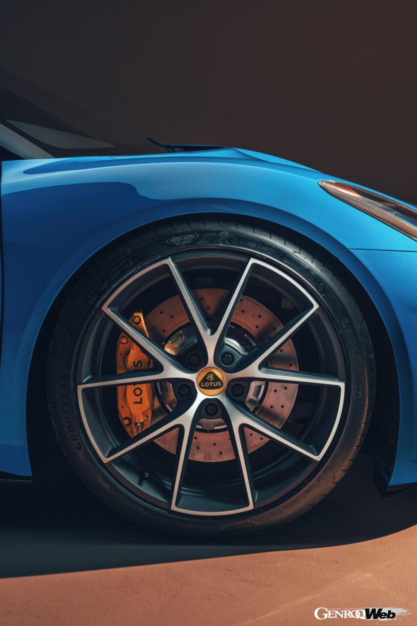 「ロータス エミーラが全貌を公開! 最後の内燃機関にはトヨタ製V6とAMG製直4ターボの2種類を用意」の25枚目の画像