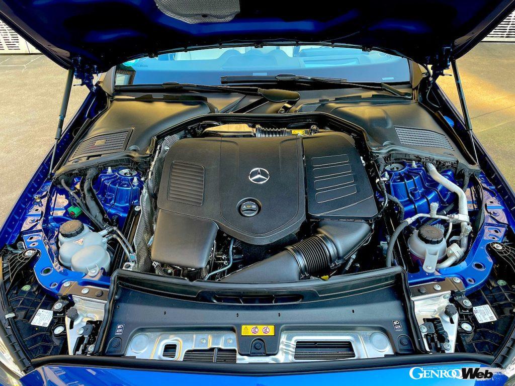 メルセデス・ベンツ新型Cクラス。C 300 e のエンジンコンパートメント