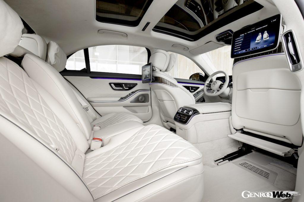 新型メルセデス・ベンツ SクラスのPHV仕様「S 580 e」。リヤシート