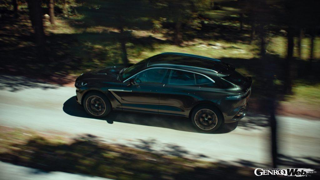 ジョシュ・オコナーが主演した「アストンマーティン DBX」のプロモーションムービーを公開
