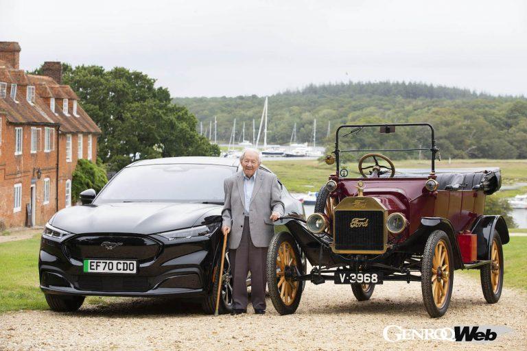 101歳の現役ドライバーが、「T型フォード」と最新の「マスタング マッハE」をドライブ
