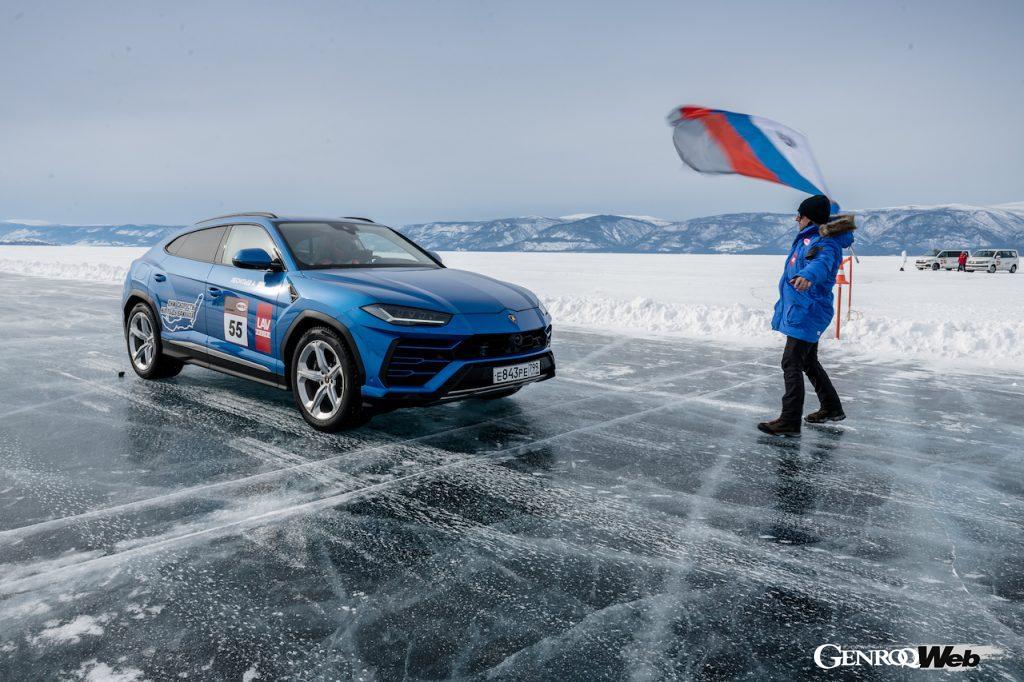 ロシア・バイカル湖氷上でウルスがスピード記録を樹立