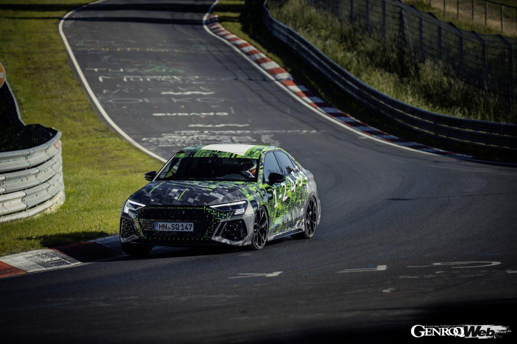 新型アウディ RS 3 セダンがニュルのコンパクト部門最速ラップを記録。フロントビュー