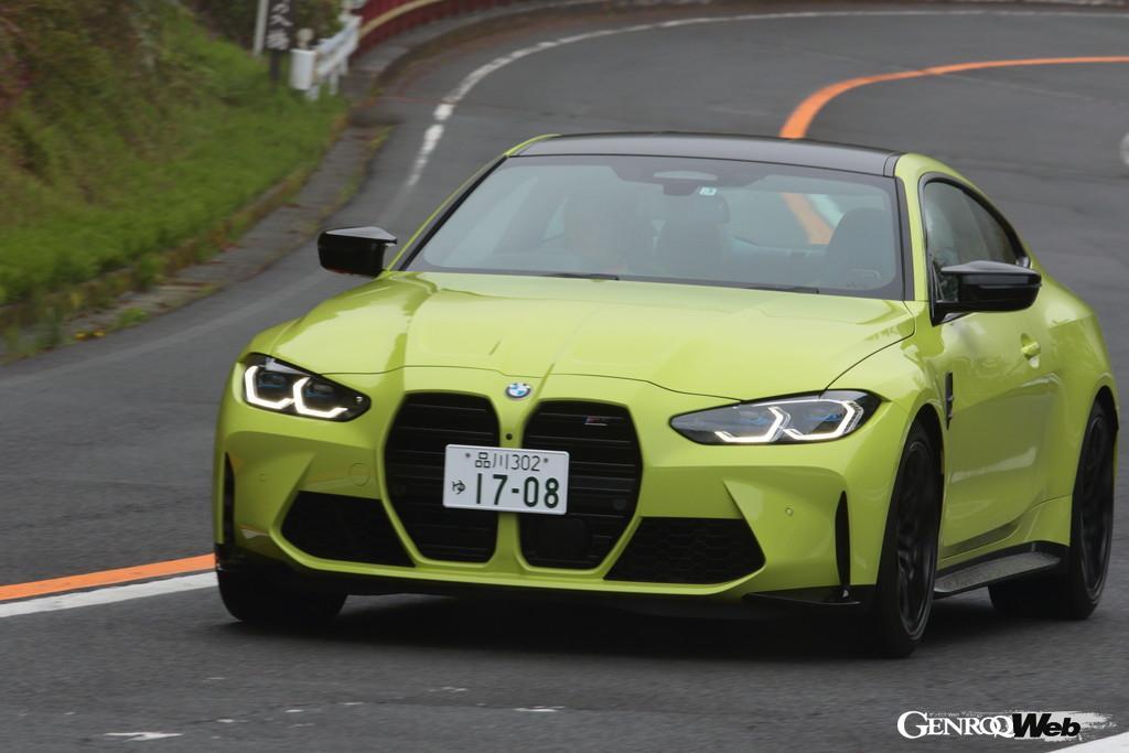 BMW M4クーペ コンペティションの走行シーン