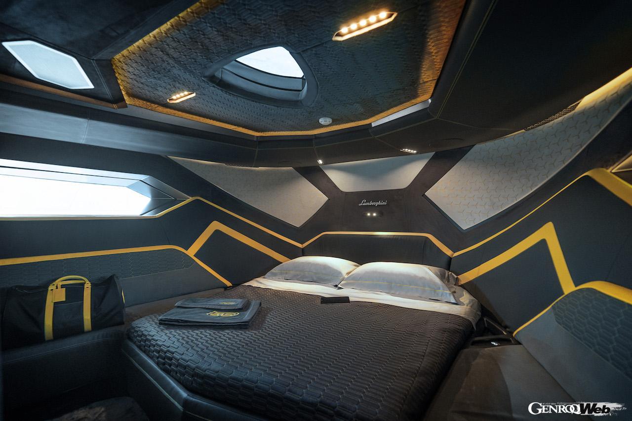 Tecnomar for Lamborghini 63の船内イメージ。ベッドルーム