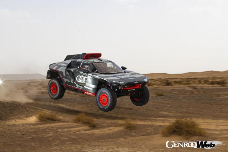 モロッコでテストを行うアウディ RS Q e-tron