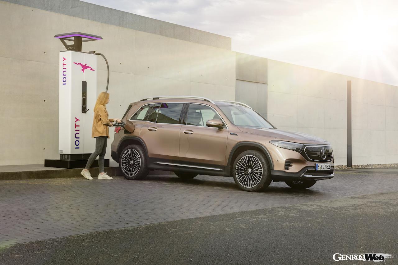 「メルセデス・ベンツ GLBのEV仕様に注目! 電気で400km以上走れる超実用派の小型SUV 【IAAモビリティ レポート】」の10枚目の画像