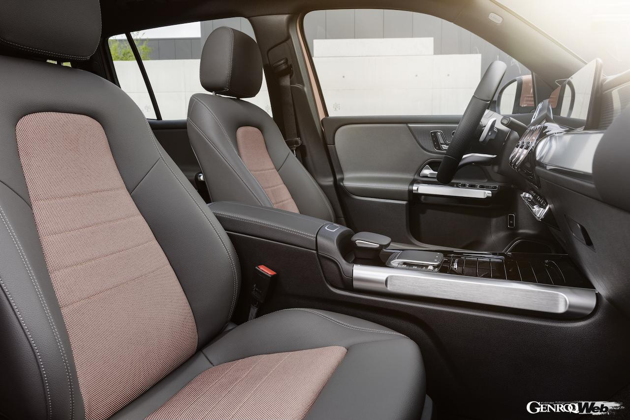 「メルセデス・ベンツ GLBのEV仕様に注目! 電気で400km以上走れる超実用派の小型SUV 【IAAモビリティ レポート】」の16枚目の画像