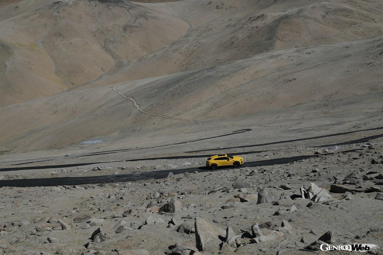 「ランボルギーニ ウルス、エベレストのベースキャンプより標高の高い道路を走破」の3枚目の画像
