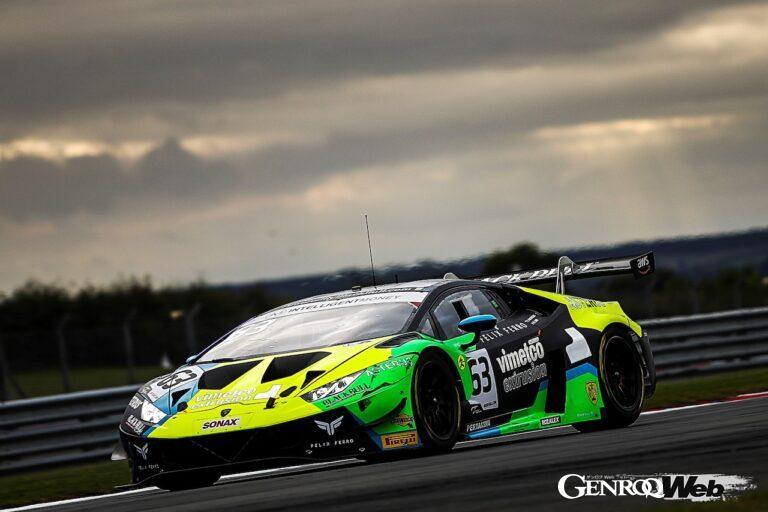 バーウェル・モータースポーツのランボルギーニ ウラカン GT3 EVO、英国GT選手権で2年連続のタイトルを獲得