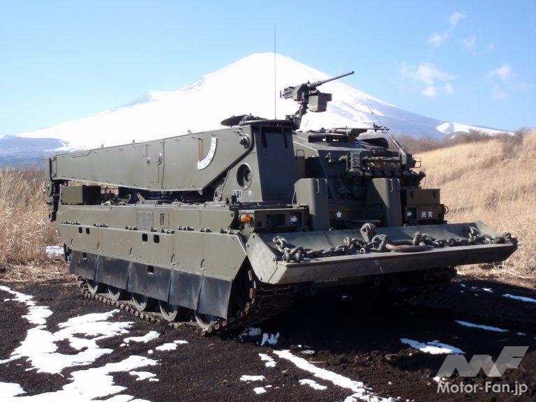 陸上自衛隊の「11式装軌車回収車」