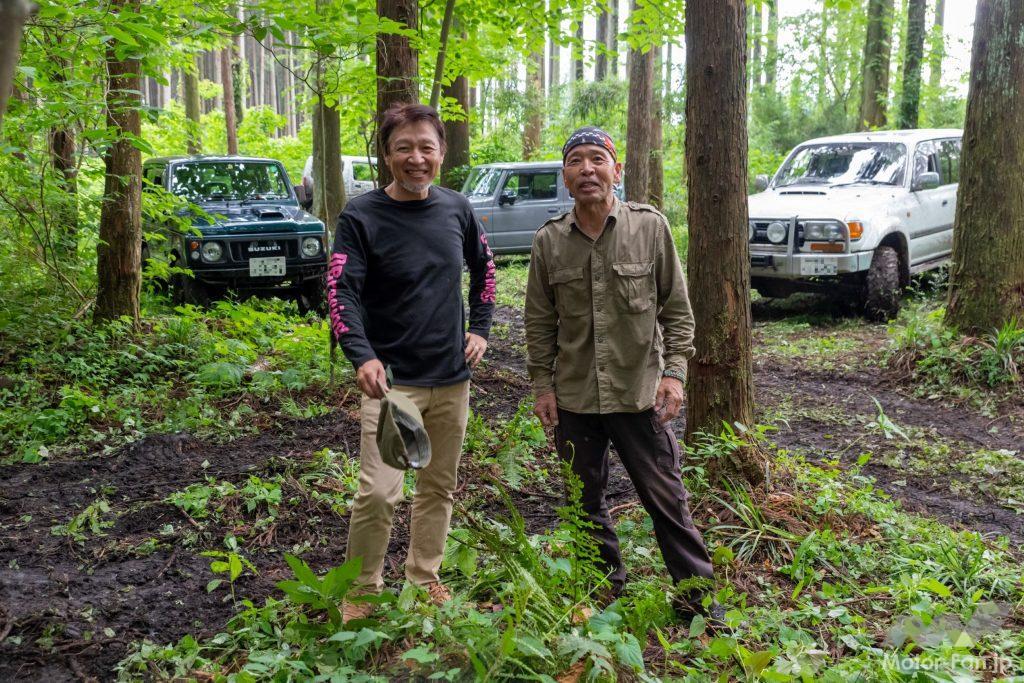 オフスタイルの狐塚宮司(左)とフロード界の重鎮、小野勝重氏(右)