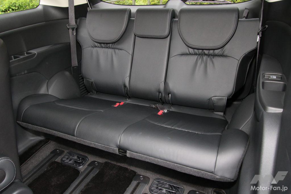 3列目シートは座面こそ長めだが床下格納を優先した設計