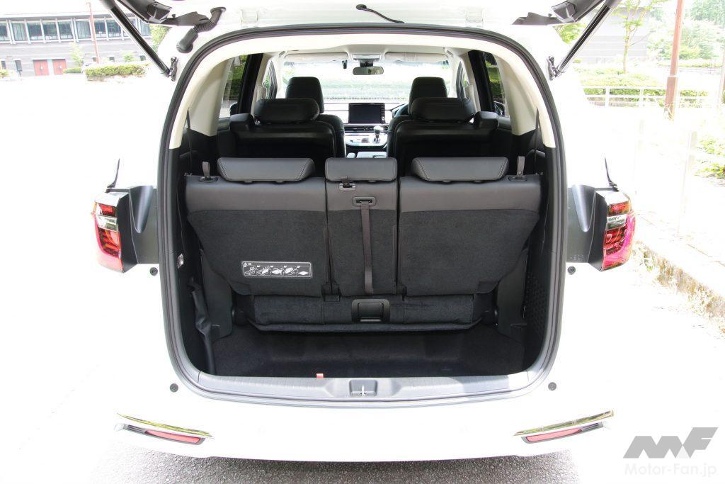 3列目使用時の荷室。開口部は幅1160mm、高さ1030mm、地上高525mm(メーカー公表値)