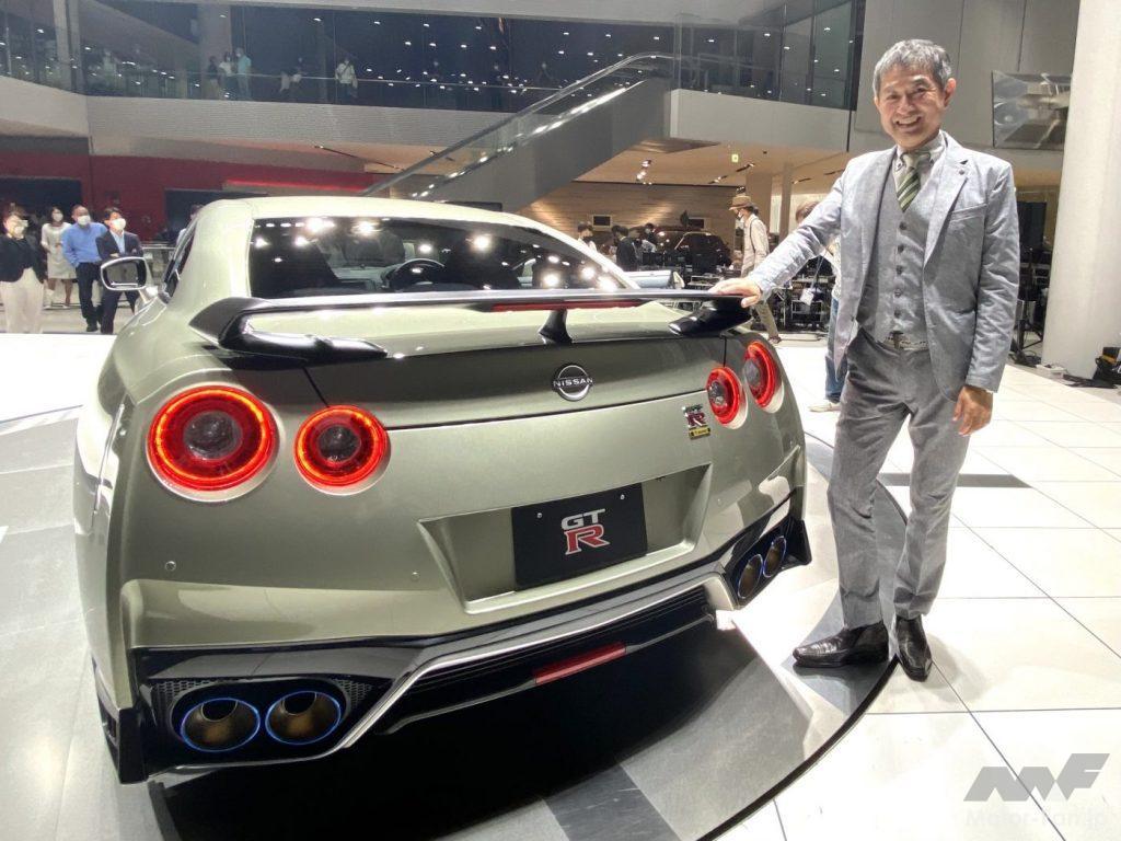 日産GT-Rの特別仕様車であるPremium edition T-specのリヤから、チーフ・プロダクトスペシャリストの田村宏志さん