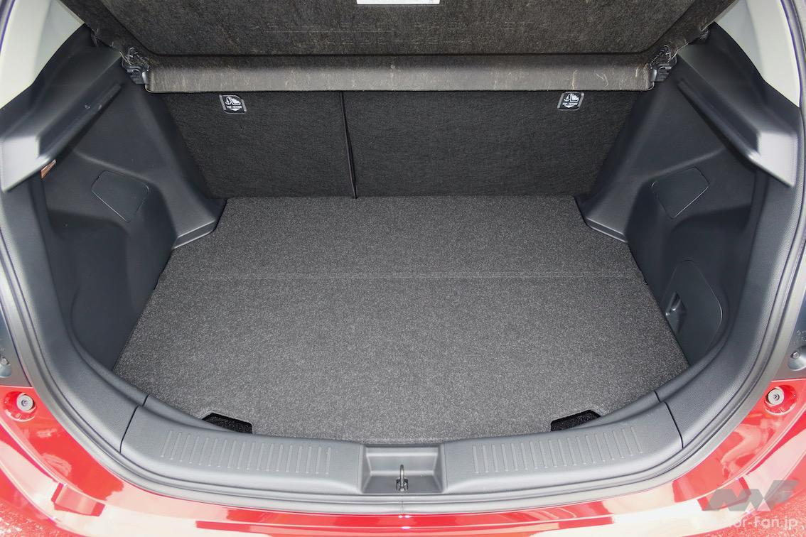 「トヨタ・アクア | 圧巻の燃費、静かで広い。ヤリスでなくアクアを選ぶ理由」の12枚目の画像