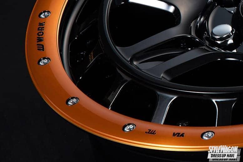 「200本限定の特別カラー! オフロード系に本格レーシーなオレンジビードロックが絶妙にマッチする!|ホイール カスタム」の1枚めの画像