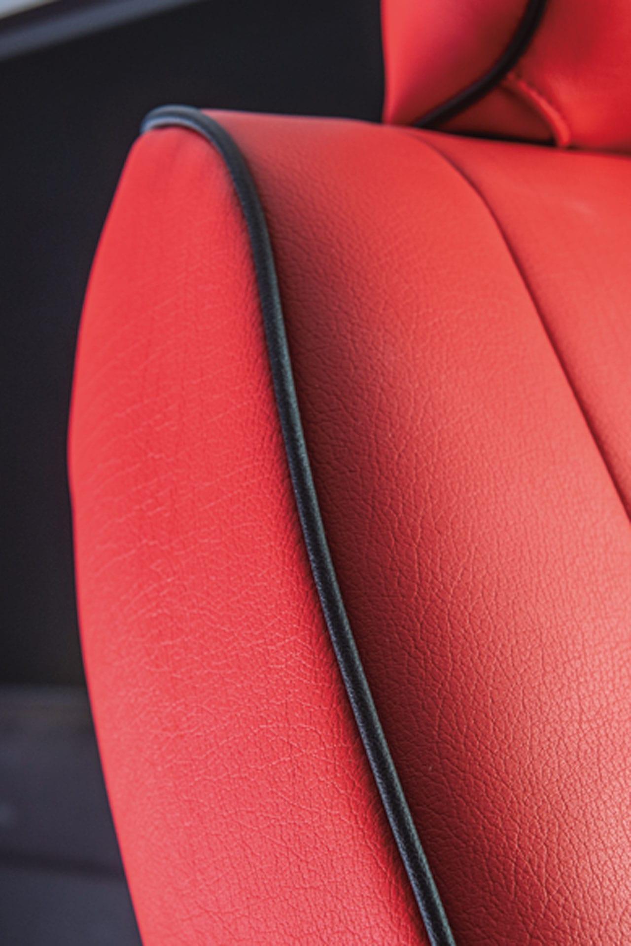「え、コレがハイエース!? 車内の雰囲気を一変するレザーカバー|Artina|200系ハイエース カスタム」の8枚目の画像
