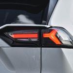 【この光は美しすぎる】トヨタ 50系RAV4用フルLEDテールランプが10月発売予定! ウインカーも流れます - SW202108_065_002