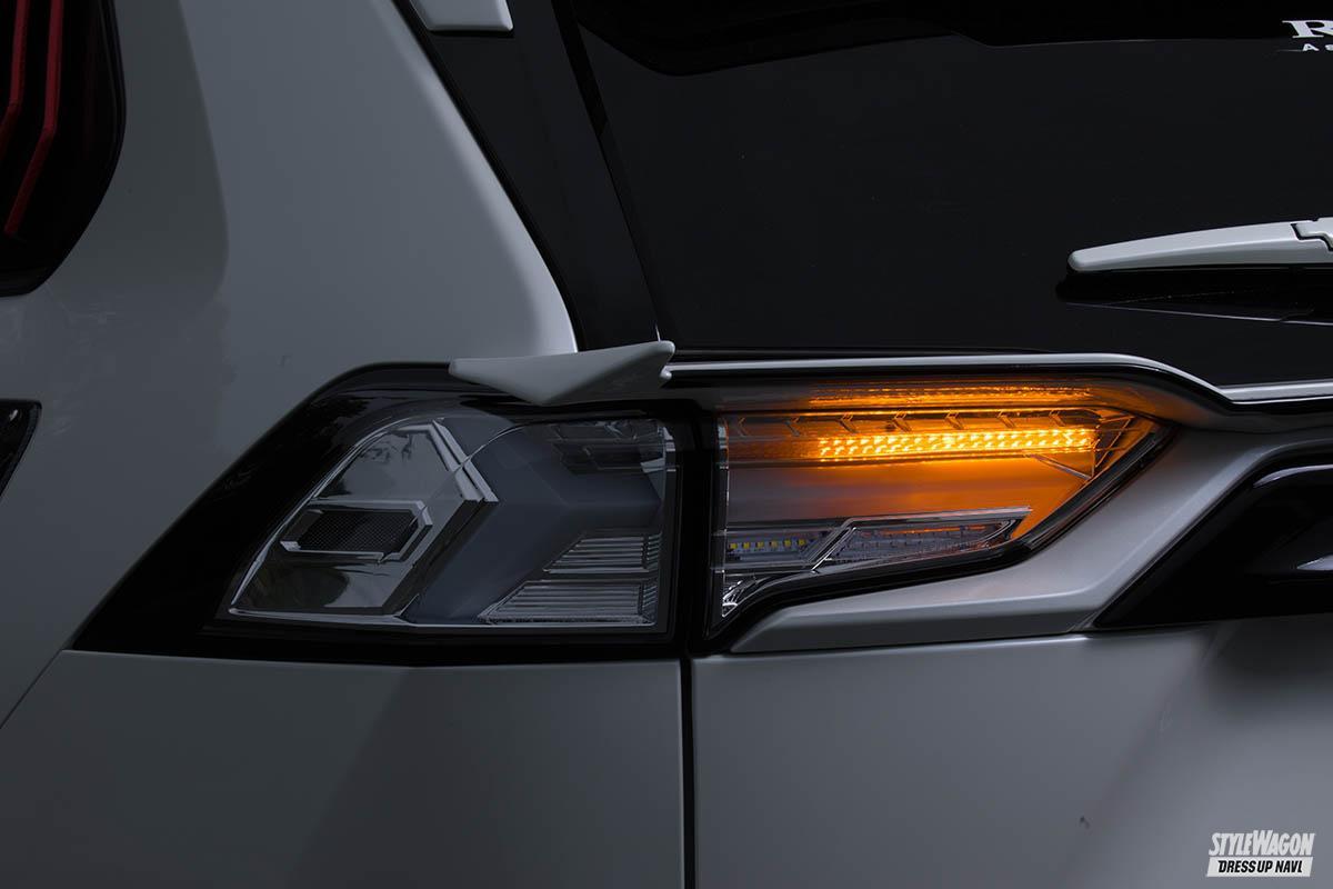 「【この光は美しすぎる】トヨタ 50系RAV4用フルLEDテールランプが10月発売予定! ウインカーも流れます」の2枚めの画像