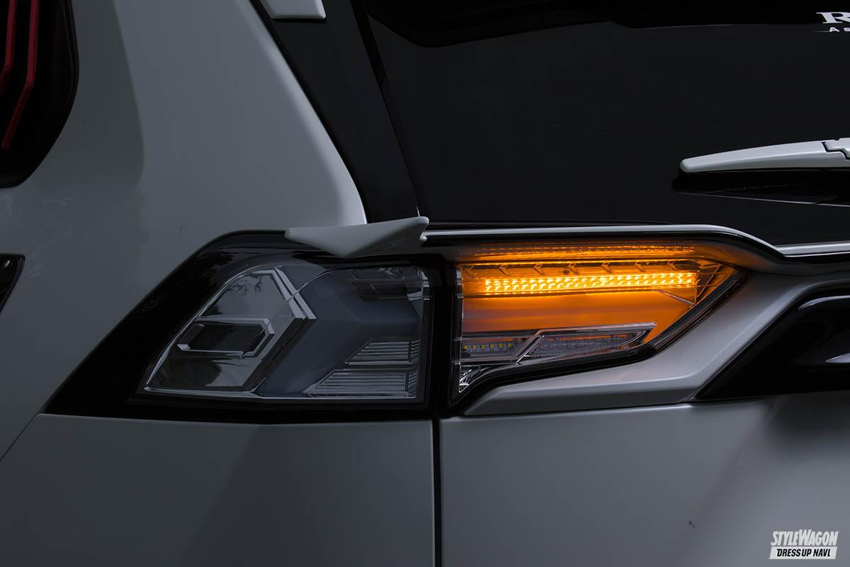「【この光は美しすぎる】トヨタ 50系RAV4用フルLEDテールランプが10月発売予定! ウインカーも流れます」の3枚めの画像