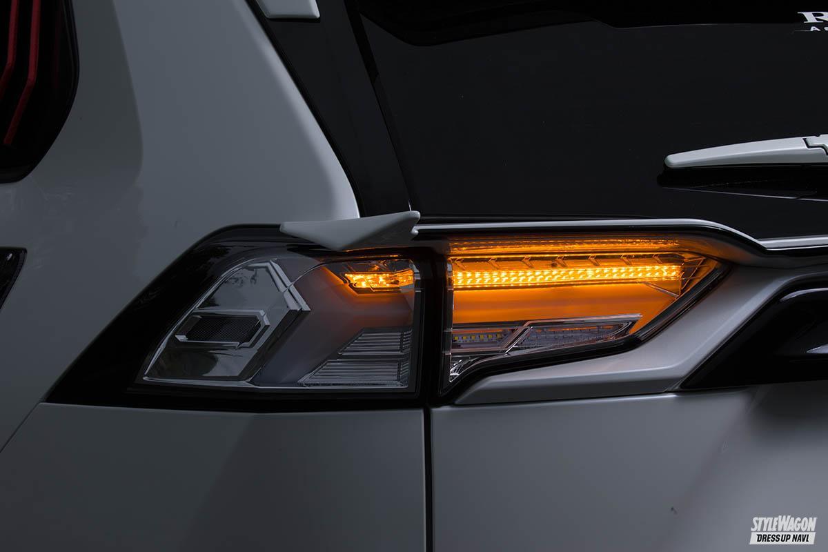 「【この光は美しすぎる】トヨタ 50系RAV4用フルLEDテールランプが10月発売予定! ウインカーも流れます」の4枚めの画像