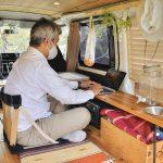 【車中泊満喫】編集者の新しい働き方⁉ DIYで仕上げたリラックス空間で仕事も捗る -