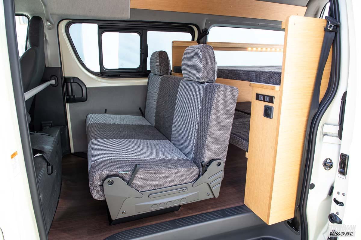 「就寝するにも荷物を積むにも手軽なベッドアレンジ! スッキリだけど「しっかり」な人気モデル トヨタ・ハイエース ライトキャンパースタイル2021」の2枚めの画像