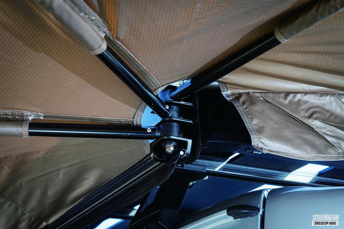「コウモリの羽がアウトドアの新たな相棒!? ルーフ設置タイプの便利タープ」の4枚目の画像